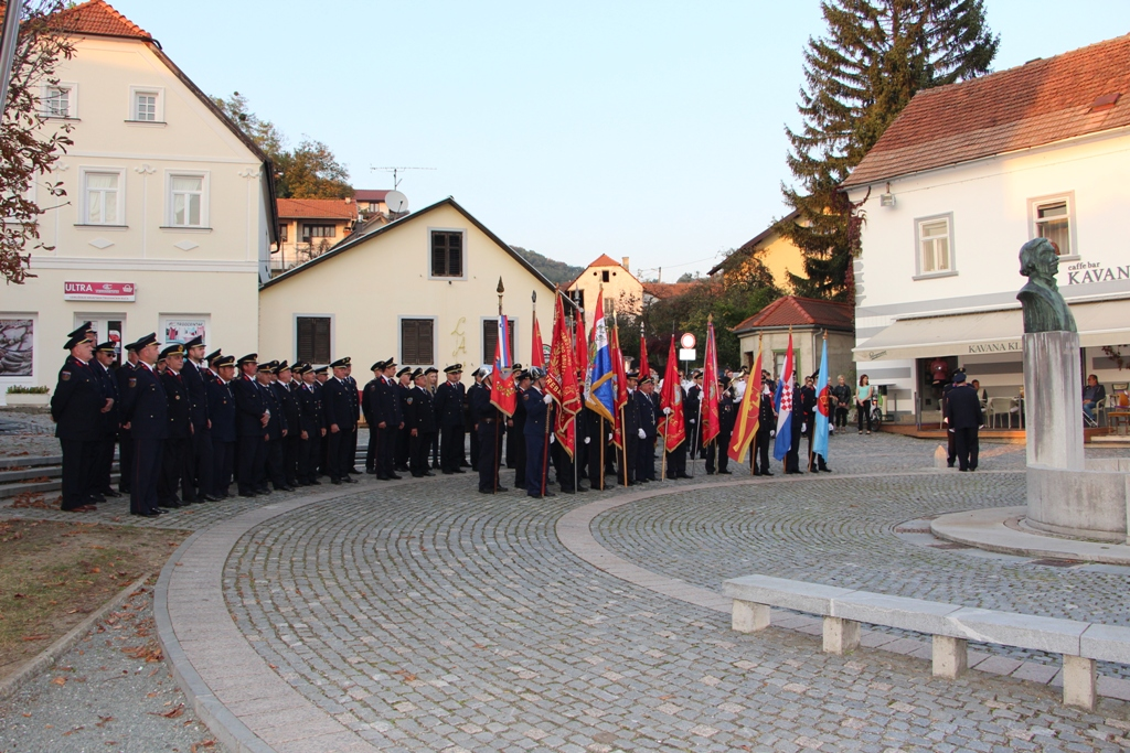 02 Formiranje povorke na trgu A. Mihanovića